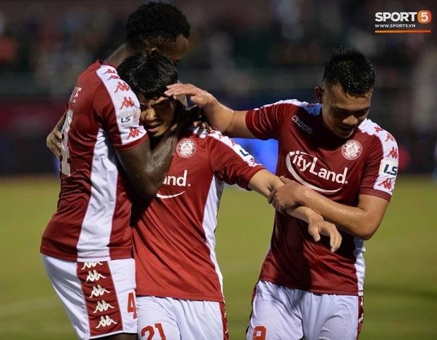 Công Phượng đau đớn rời sân sau khi lập cú đúp bàn thắng vào lưới CLB Nam Định - Ảnh 7.