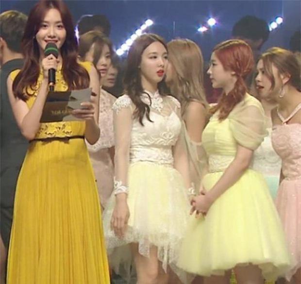Knet đào lại 2 lần Yoona (SNSD) chặt đẹp đàn em TWICE và ITZY trong 1 khung hình: Đẳng cấp nữ thần SM đúng đỉnh! - Ảnh 6.