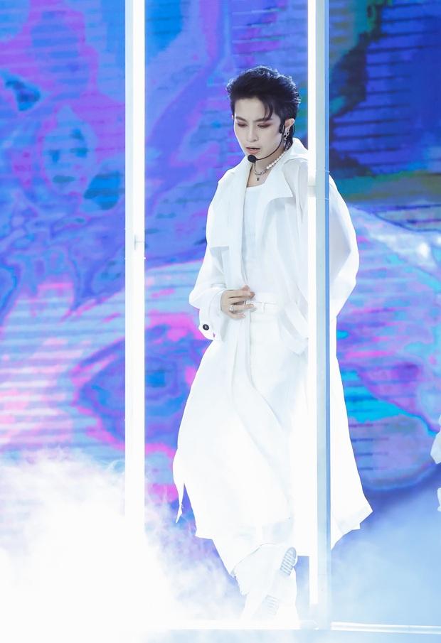 Noo Phước Thịnh hoá thân thành vị Vua, Cara tỏ tình trai lạ, Gil Lê vừa soái vừa deep trong đêm nhạc tháng 9 - Ảnh 10.