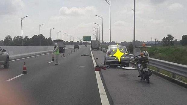Tài xế xe con bị ô tô tải tông tử vong khi đang thay lốp trên cao tốc - Ảnh 1.
