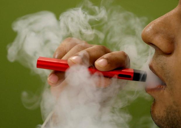 Gia tăng số người trẻ Mỹ tử vong vì thuốc lá điện tử - Ảnh 1.