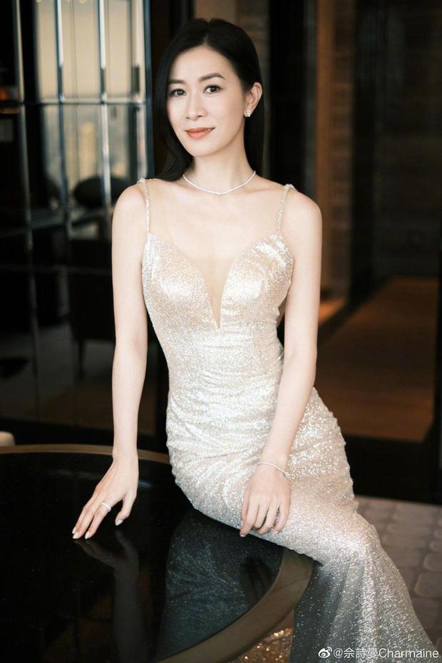 Xa Thi Mạn diện váy ôm bó sát, lộ thân hình thật ở tuổi 45, chỉ phát ngôn một câu thôi chị em phụ nữ đều thấy đồng loạt tán đồng - Ảnh 4.