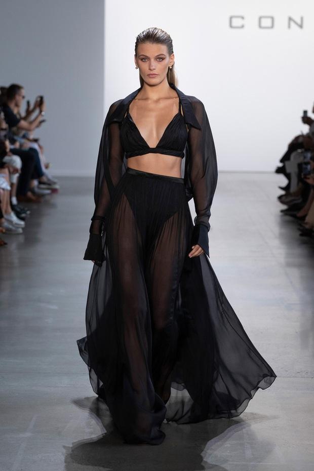 J.Lo khoe body nóng bỏng ở tuổi 51 trong thiết kế của nhà mốt Công Trí - Ảnh 5.