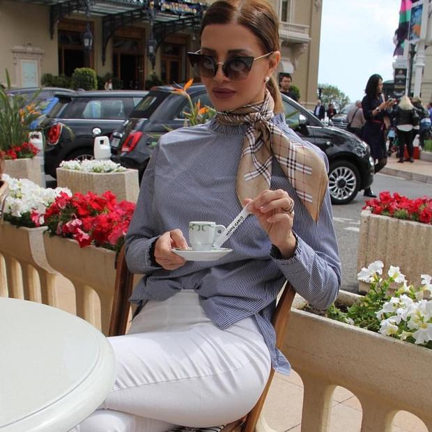 Gái Pháp mặc gì cũng sang và xinh lịm tim bởi họ rất ưu ái cho món phụ kiện nhỏ xinh này - Ảnh 4.