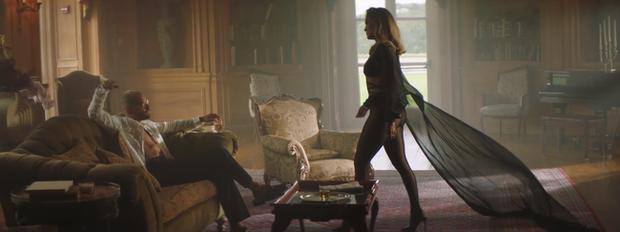 J.Lo khoe body nóng bỏng ở tuổi 51 trong thiết kế của nhà mốt Công Trí - Ảnh 6.