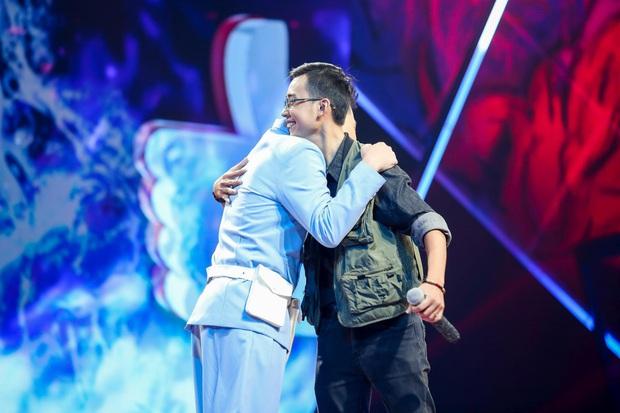 King Of Rap: Bất ngờ với bản Rap Hoa Nở Không Màu, thí sinh Rap nhạc Trịnh được book show ngay tại sân khấu - Ảnh 10.