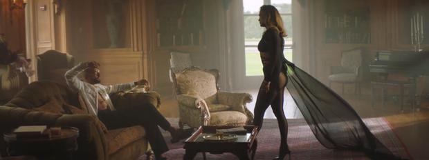 J.Lo khoe body nóng bỏng ở tuổi 51 trong thiết kế của nhà mốt Công Trí - Ảnh 7.