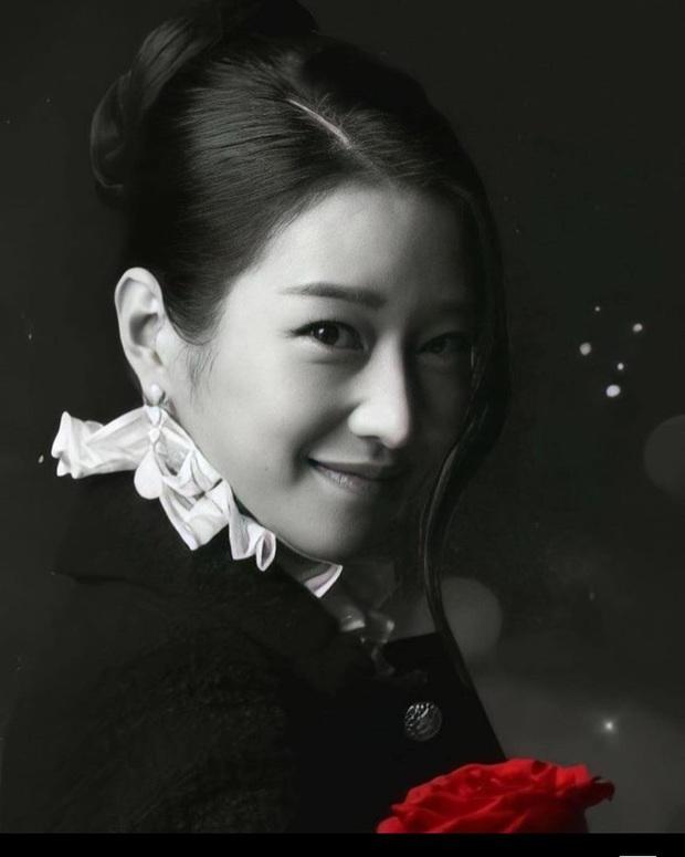 Knet phát sốt vì Điên nữ Seo Ye Ji đóng quảng cáo với Thái tử Joo Ji Hoon, sống mũi sắc lẹm của cặp đôi đúng là cực phẩm - Ảnh 4.