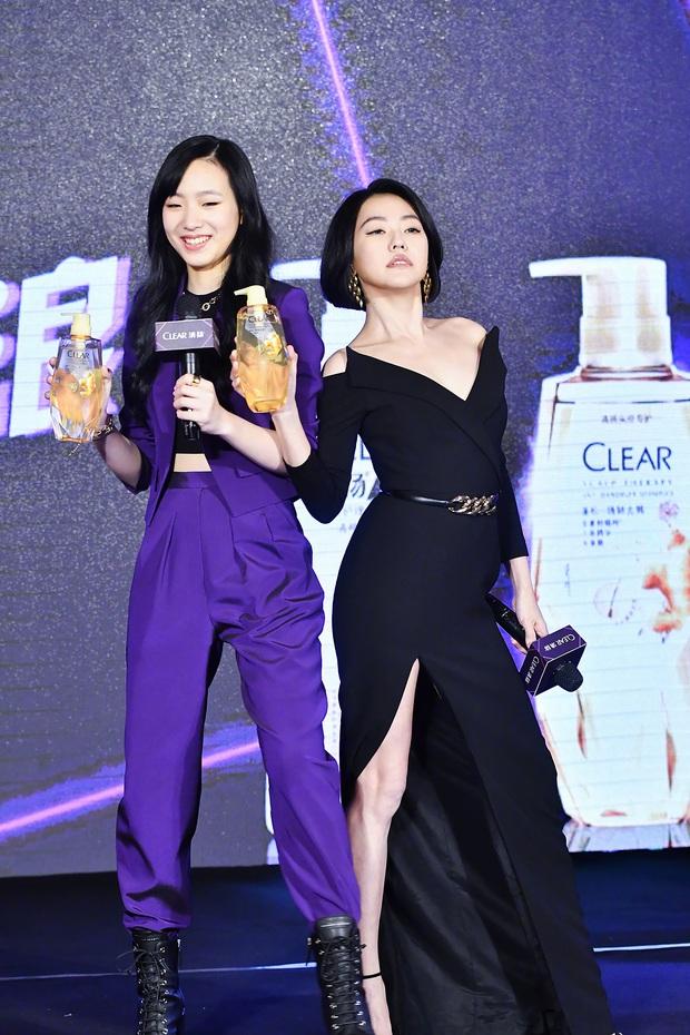 Con gái 14 tuổi của Tiểu S gây sốt khi lần đầu tham gia sự kiện: Vóc dáng như người mẫu, át cả bà mẹ sexy nhờ chiều cao - Ảnh 4.