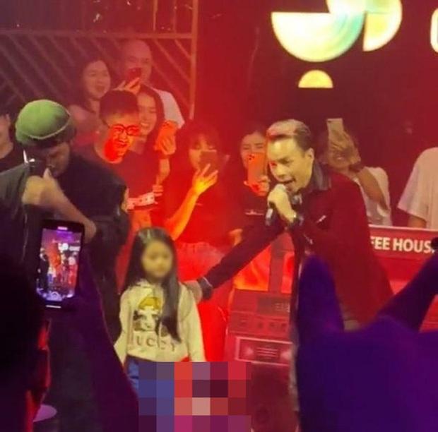 Netizen tranh cãi đoạn clip Binz diễn Bigcityboi trước mặt một bé gái trong quán bar, còn nghi ngờ hát nhép? - Ảnh 5.