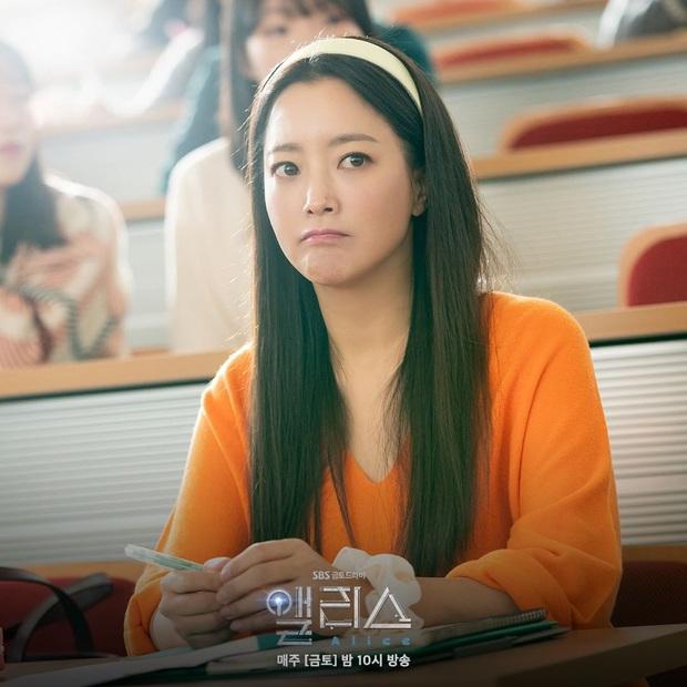 U50 mà vẫn đóng gái trẻ đôi mươi trong Alice: Kim Hee Sun có 4 tips cực hay để bảo toàn sắc vóc mà bạn phải tìm hiểu ngay - Ảnh 2.