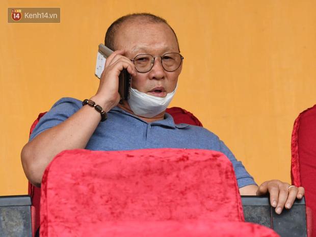 HLV Park Hang-seo phải làm phẫu thuật ở gần mắt, giải quyết chứng hay khóc - Ảnh 2.