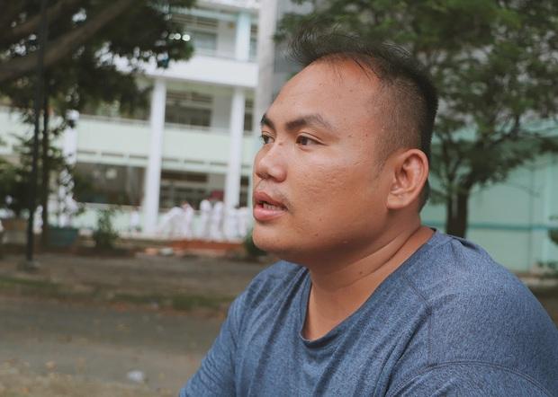 2 đứa trẻ bị mẹ bỏ rơi dưới chân cầu 3 năm trước và chuyện của đội lân đường phố ở Sài Gòn - Ảnh 3.