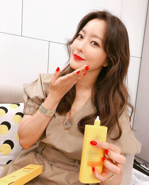 U50 mà vẫn đóng gái trẻ đôi mươi trong Alice: Kim Hee Sun có 4 tips cực hay để bảo toàn sắc vóc mà bạn phải tìm hiểu ngay - Ảnh 3.