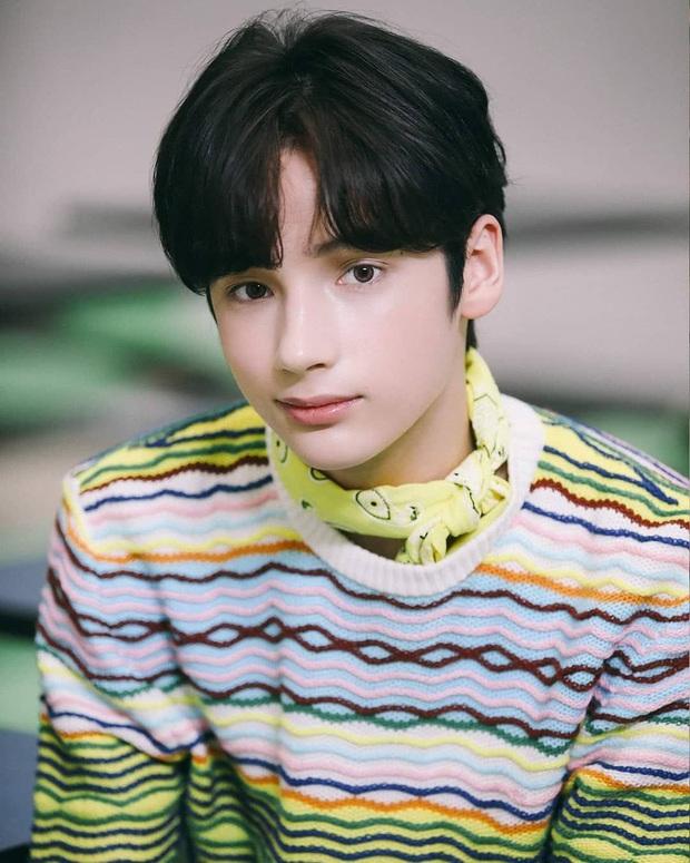 Top 7 idol ngoại quốc bé tuổi nhất Kpop: Em trai BTS - BLACKPINK còn nhỏ mà đã quá nổi, há hốc vì năm sinh của bé No.1 - Ảnh 5.