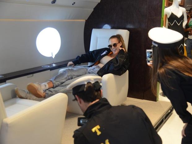 Căn studio được cải trang thành cabin máy bay riêng, dành cho người ít tiền nhưng muốn sang chảnh trên MXH - Ảnh 2.
