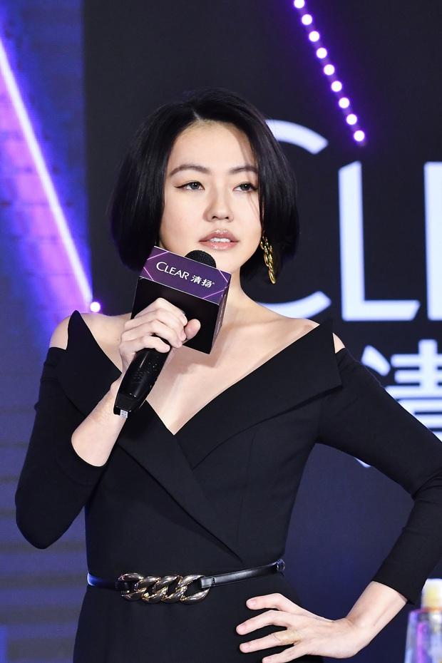 Con gái 14 tuổi của Tiểu S gây sốt khi lần đầu tham gia sự kiện: Vóc dáng như người mẫu, át cả bà mẹ sexy nhờ chiều cao - Ảnh 8.