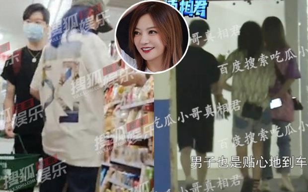 Triệu Vy ngày càng lộ liễu, bị paparazzi tóm sống cảnh đưa trai trẻ về nhà riêng, tiếp tục hẹn hò tại nhà hàng - Ảnh 2.