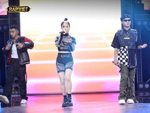 Để Tlinh cân từ rap đến hát ở vòng Đối đầu, Suboi có đang thiên vị thành viên nữ duy nhất của cả đội? - Ảnh 2.