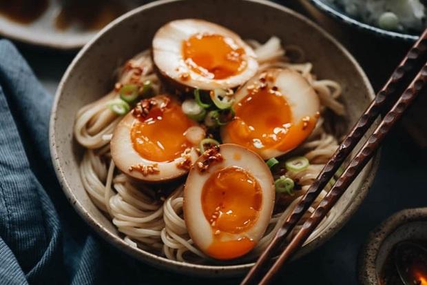4 cách ăn trứng vào bữa sáng đừng nên làm thường xuyên, không những không tốt cho sức khỏe mà còn gây hại - Ảnh 1.