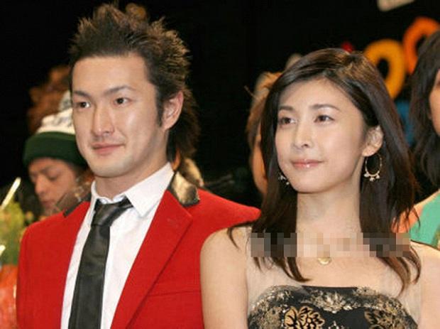 Chỉ trong 2 tháng, Jbiz phải đón nhận vụ tự tử thứ 4: Nữ hoàng nước mắt Yuko Takeuchi qua đời sau 8 tháng sinh con thứ 2 - Ảnh 6.