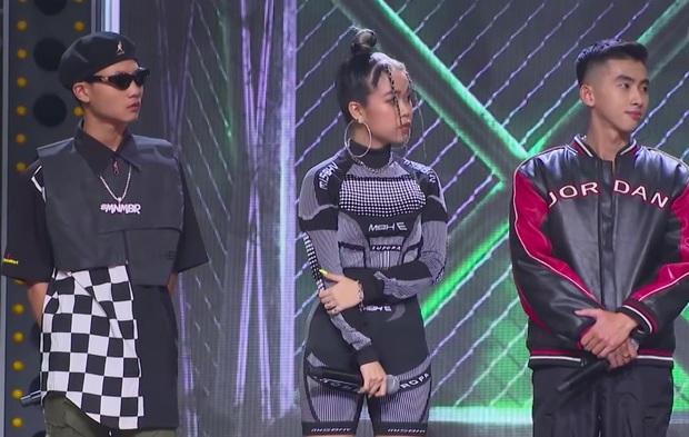 MC Trấn Thành bị chỉ trích thiếu chuyên nghiệp, thiên vị khi chỉ chăm chú vào Tlinh, Tage - Ảnh 3.