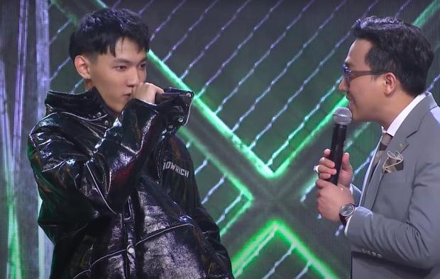 MC Trấn Thành bị chỉ trích thiếu chuyên nghiệp, thiên vị khi chỉ chăm chú vào Tlinh, Tage - Ảnh 5.