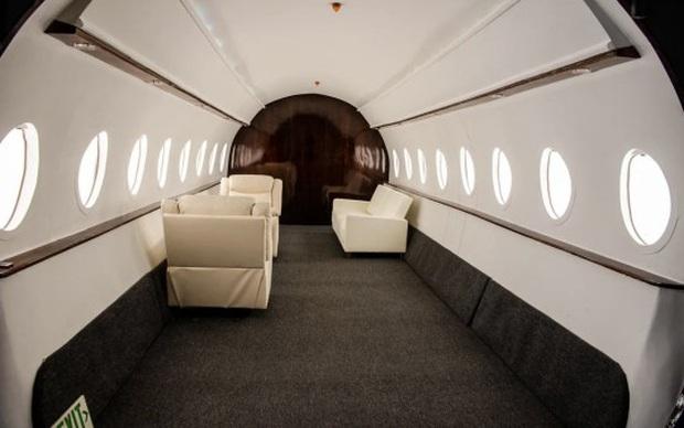 Căn studio được cải trang thành cabin máy bay riêng, dành cho người ít tiền nhưng muốn sang chảnh trên MXH - Ảnh 5.