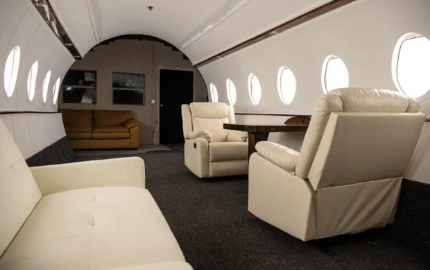 Căn studio được cải trang thành cabin máy bay riêng, dành cho người ít tiền nhưng muốn sang chảnh trên MXH - Ảnh 6.