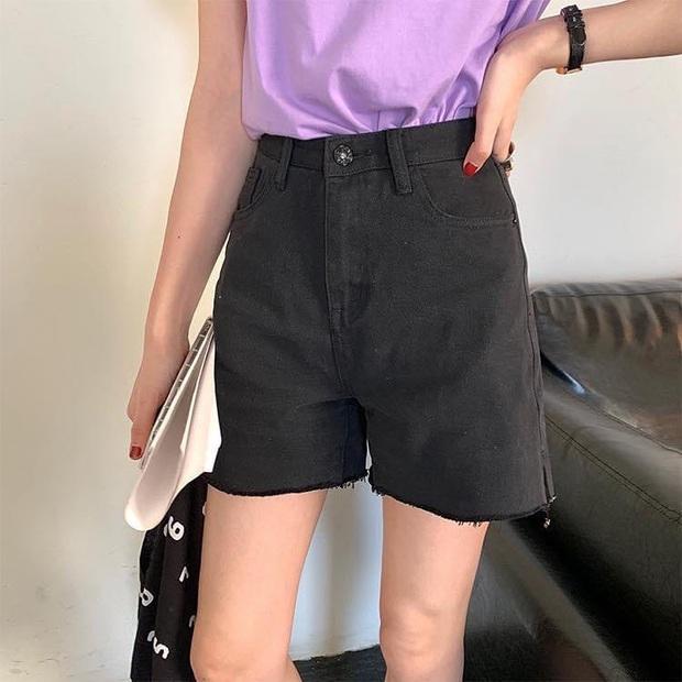 Sắm shorts jeans năng động phối kiểu gì cũng xinh, diện đi chơi vừa thoải mái vừa trendy - Ảnh 13.