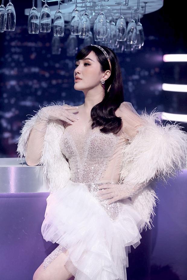 Bảo Thy kết hợp cùng AMEE: Cuộc chuyển giao vương miện của 2 công chúa Vpop trên sân khấu - Ảnh 1.