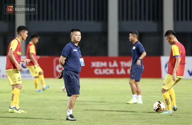 Cậu bé vàng Văn Quyến: Một đời cầu thủ dở dang đến HLV chạm tay hoá cúp ở các giải trẻ Việt Nam - Ảnh 2.