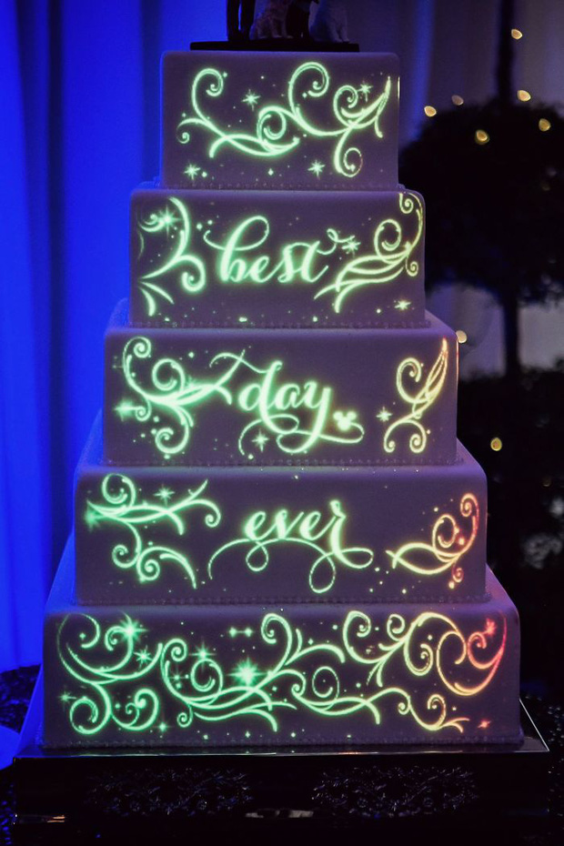 """Mạng xã hội """"bùng nổ"""" trước những chiếc bánh cưới độc lạ nhất hành tinh, bất ngờ hơn cả là phiên bản hoành tráng của nữ hoàng Elizabeth II - Ảnh 19."""