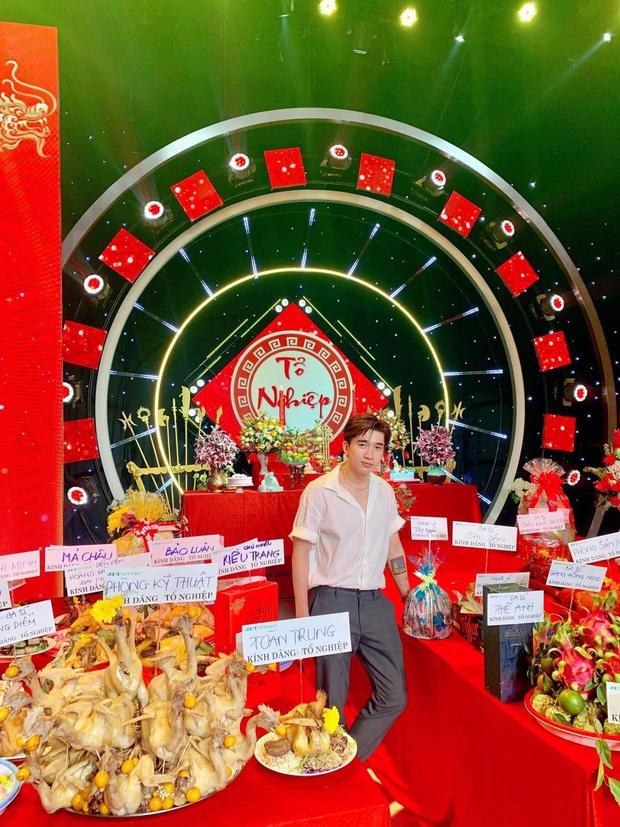 Dàn sao Vbiz dâng hương cúng Tổ nghiệp: Hoà Minzy và Diệu Nhi tươi tắn ở đền thờ tổ 100 tỷ, Chi Pu - Hương Giang đầy nổi bật - Ảnh 16.