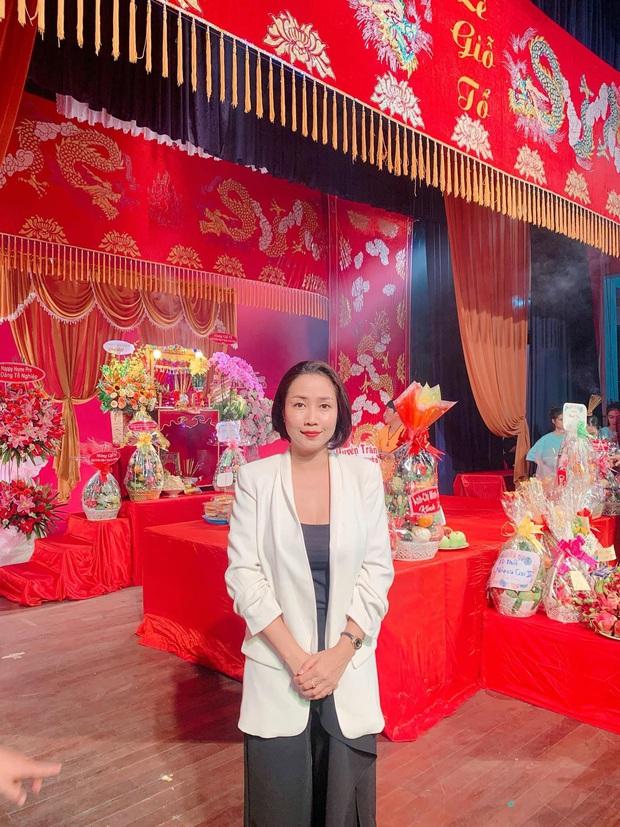 Dàn sao Vbiz dâng hương cúng Tổ nghiệp: Hoà Minzy và Diệu Nhi tươi tắn ở đền thờ tổ 100 tỷ, Chi Pu - Hương Giang đầy nổi bật - Ảnh 13.
