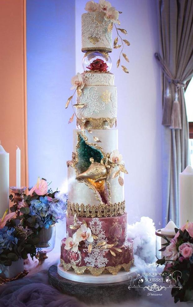 """Mạng xã hội """"bùng nổ"""" trước những chiếc bánh cưới độc lạ nhất hành tinh, bất ngờ hơn cả là phiên bản hoành tráng của nữ hoàng Elizabeth II - Ảnh 15."""