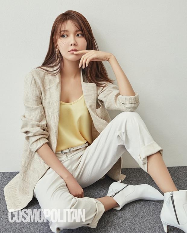 Im Si Wan, Shin Se Kyung đồng loạt tự cách ly, Sooyoung (SNSD) và cả đoàn phim dừng hoạt động vì nhân viên nhiễm COVID-19 - Ảnh 4.