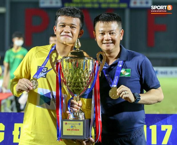 Cậu bé vàng Văn Quyến: Một đời cầu thủ dở dang đến HLV chạm tay hoá cúp ở các giải trẻ Việt Nam - Ảnh 10.
