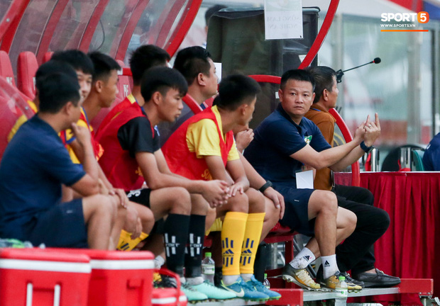 Cậu bé vàng Văn Quyến: Một đời cầu thủ dở dang đến HLV chạm tay hoá cúp ở các giải trẻ Việt Nam - Ảnh 3.