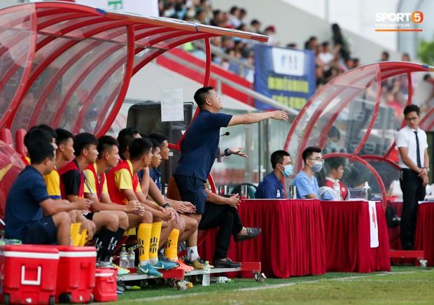 Cậu bé vàng Văn Quyến: Một đời cầu thủ dở dang đến HLV chạm tay hoá cúp ở các giải trẻ Việt Nam - Ảnh 4.