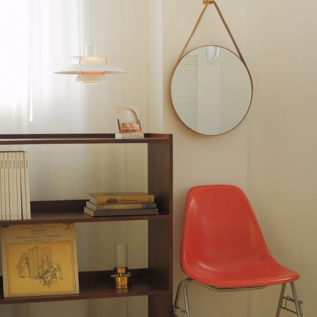 Gương tròn treo tường: Không chỉ lấp đầy khoảng trống mà còn khiến nhà xinh đẹp xịn chuẩn Hàn - Ảnh 2.