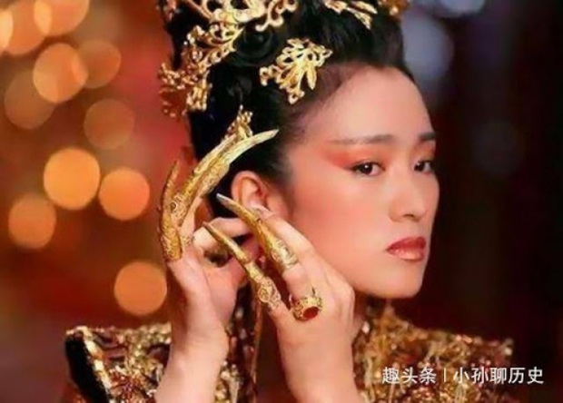 Ẩn ý phía sau chiếc móng giả bằng vàng của dàn Hậu cung triều Thanh: Đâu chỉ đơn thuần là món trang sức đắt giá - Ảnh 5.