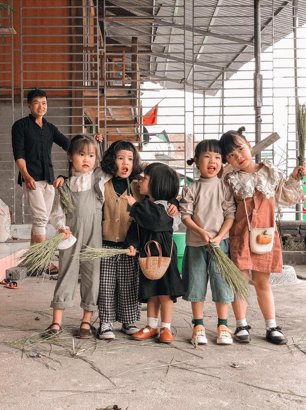5 bà mẹ chơi thân đưa 5 công chúa nhí đi du lịch mà không cần trợ giúp của các bố, loạt ảnh đáng yêu của các bé khiến CĐM xuýt xoa - Ảnh 1.