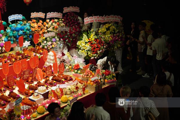 Dàn sao Vbiz dâng hương cúng Tổ nghiệp: Hoà Minzy và Diệu Nhi tươi tắn ở đền thờ tổ 100 tỷ, Chi Pu - Hương Giang đầy nổi bật - Ảnh 10.