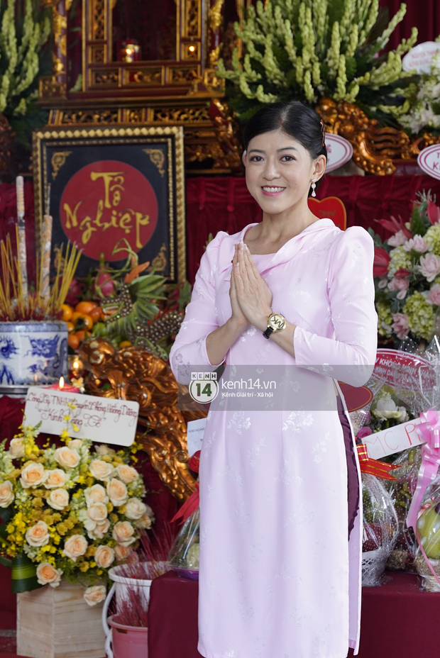 Dàn sao Vbiz dâng hương cúng Tổ nghiệp: Hoà Minzy và Diệu Nhi tươi tắn ở đền thờ tổ 100 tỷ, Chi Pu - Hương Giang đầy nổi bật - Ảnh 6.