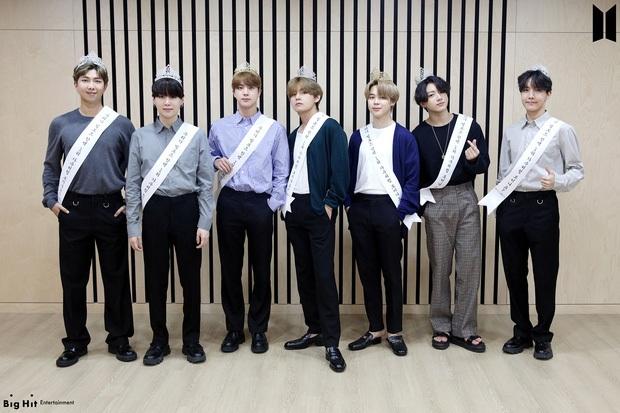 BTS mới tung tên album mà fan đã trổ tài thám tử: Tựa đề khẳng định nhóm mãi mãi 7 người, ẩn chứa lời hứa cảm động với ARMY? - Ảnh 10.