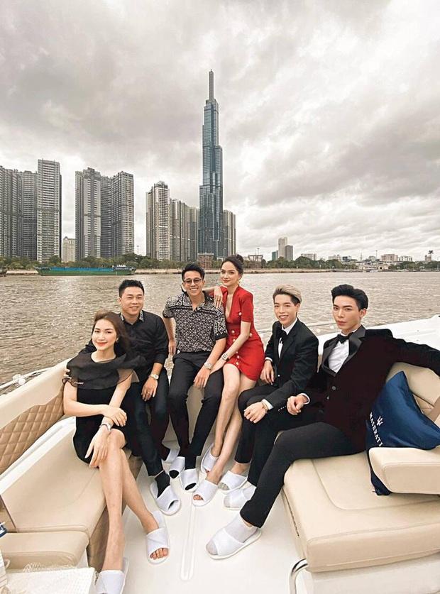 Clip toàn cảnh tiệc du thuyền Hương Giang - Matt Liu và hội bạn thân, hé lộ cảnh khóa môi full không che với bạn trai CEO - Ảnh 4.