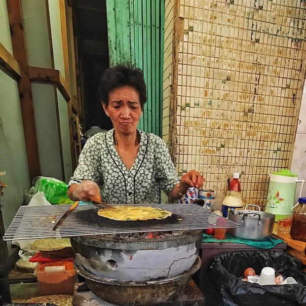 Hà Nội có bún chửi, Sài Gòn có mì chửi, Đà Lạt có bánh tráng chửi: dân tình mỗi người một ý kiến nhưng hàng nào cũng vẫn đông nghịt khách - Ảnh 3.