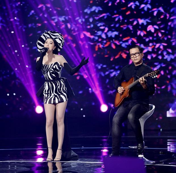 Bảo Thy kết hợp cùng AMEE: Cuộc chuyển giao vương miện của 2 công chúa Vpop trên sân khấu - Ảnh 8.