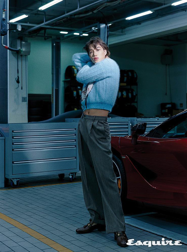 Kai (EXO) gây choáng với bộ ảnh tạp chí mới: Diện áo croptop khoe eo, mặc váy cùng phụ kiện bánh bèo sao cứ sai sai - Ảnh 4.
